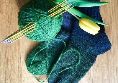 Blau-grüne Socken mit Verlauf | Stricken |Beeja strickt