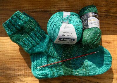 Grüne Socken mit Glitzer | Stricken |Beeja strickt