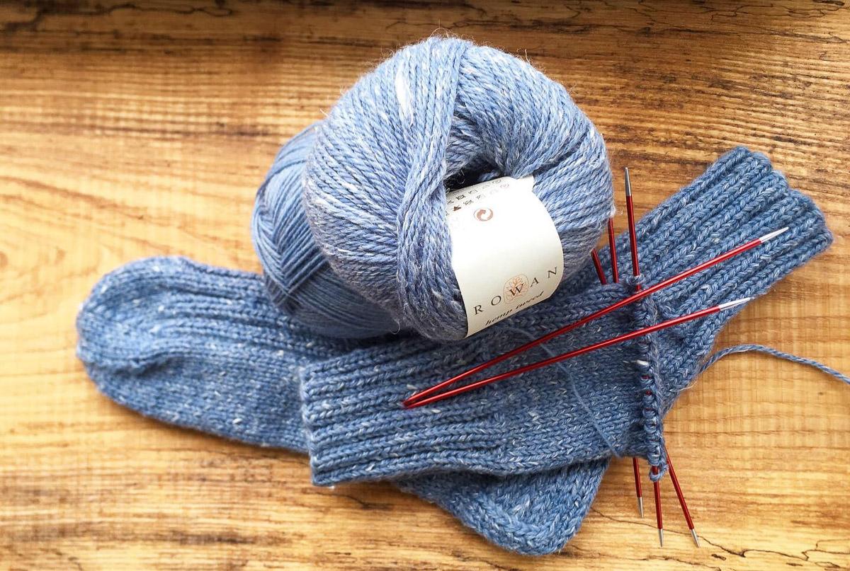 Graublaue Socken | Stricken |Beeja strickt
